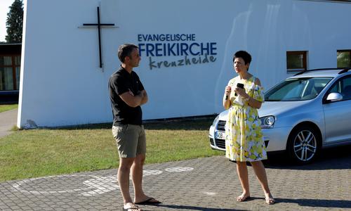 Glosemeyer im Gespräch mit Pastor Scalogna