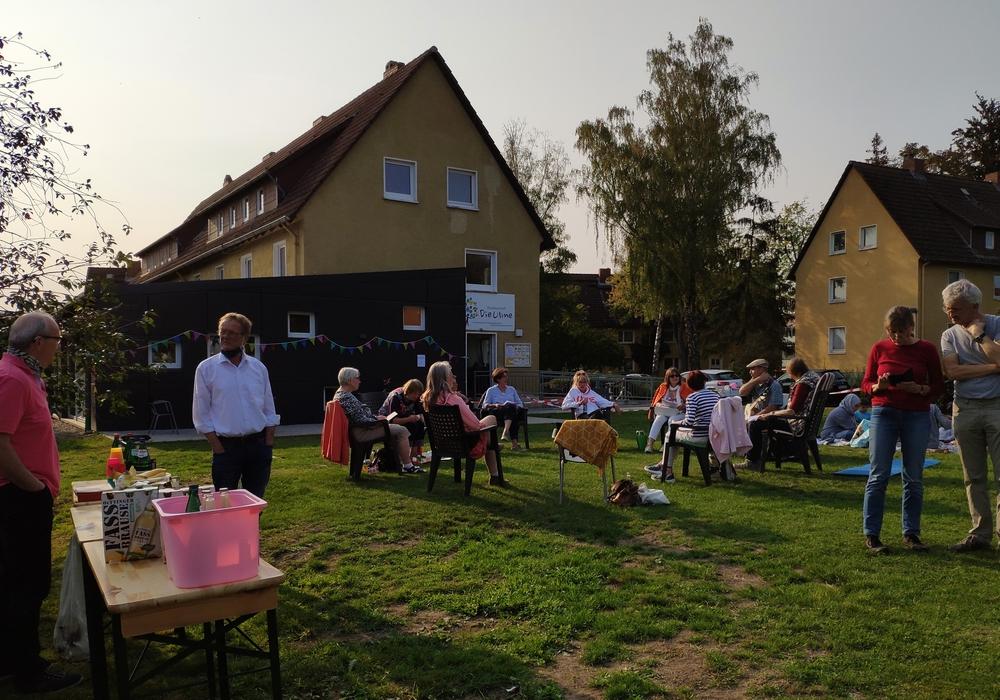 """Beim Garten-Picknick im Stadtteiltreff """"Die Ulme"""" herrschte große Wiedersehensfreude."""