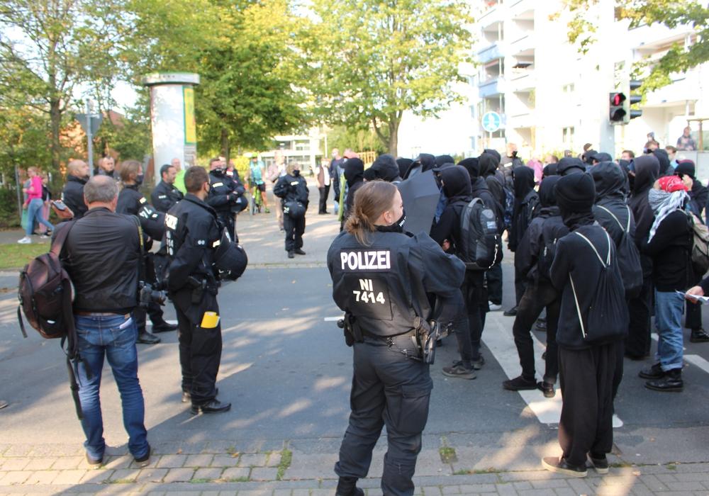 Polizei und Demonstranten standen sich am Samstag mehrfach gegenüber. Zumeist endete dies friedlich.