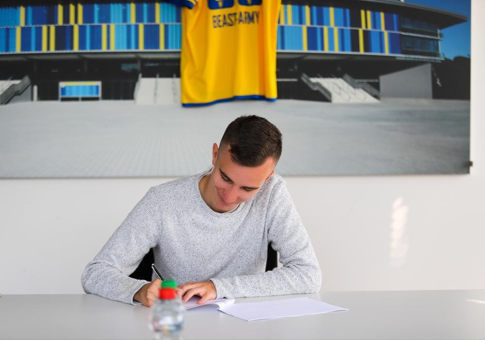 Luca Schulze hat den Vertrag unterschrieben.