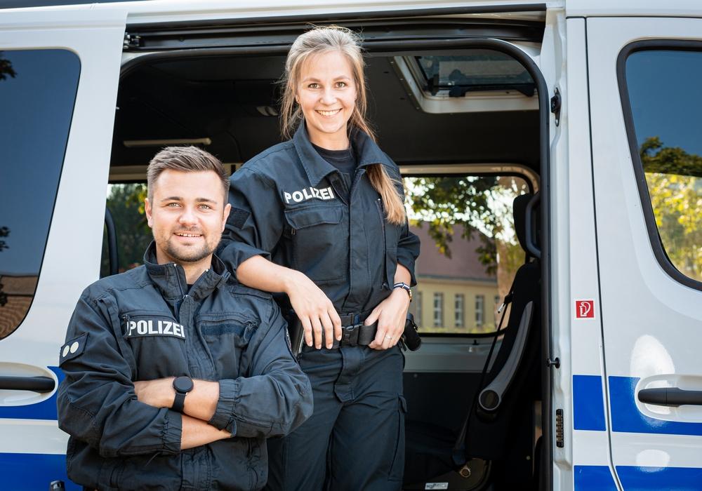 Die beiden neuen InstaCops der ZPD: Ronja Schubert und Niklaas Unger.