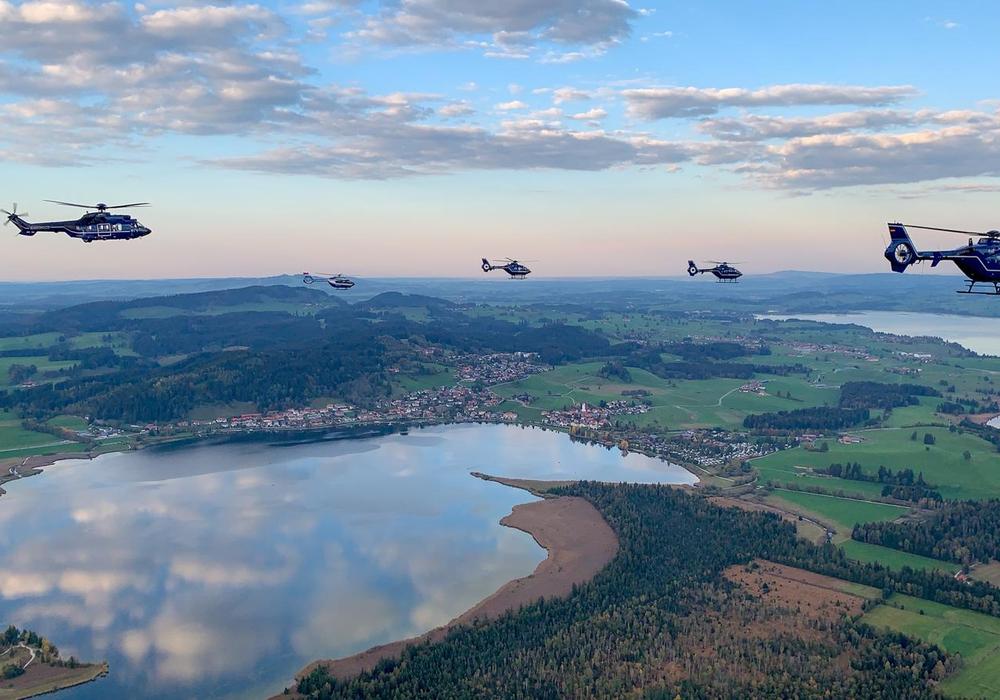 20 Piloten machten sich in zehn Hubschraubern zu ihrem Ausbildungsflug auf. Gifhorn war einer der Landungspunkte.