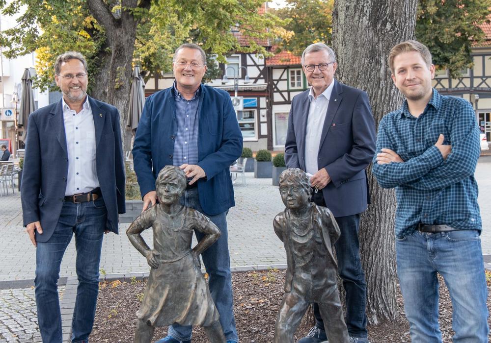 Ulf Below, Michael Letter, Wilhelm Schmidt und Kevin Kühnert auf dem Marktplatz in Salzgitter Bad.