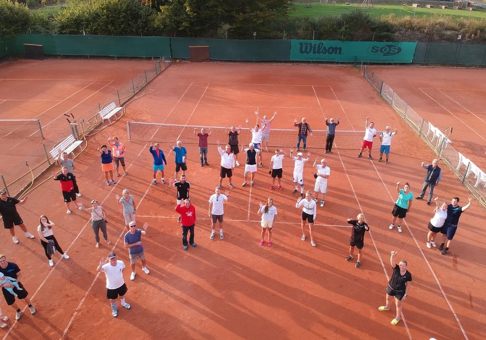 Insgesamt haben am Turnier 24 Doppel, also 48 Teilnehmer, aus verschiedenen Vereinen in mehreren Altersklassen teilgenommen.