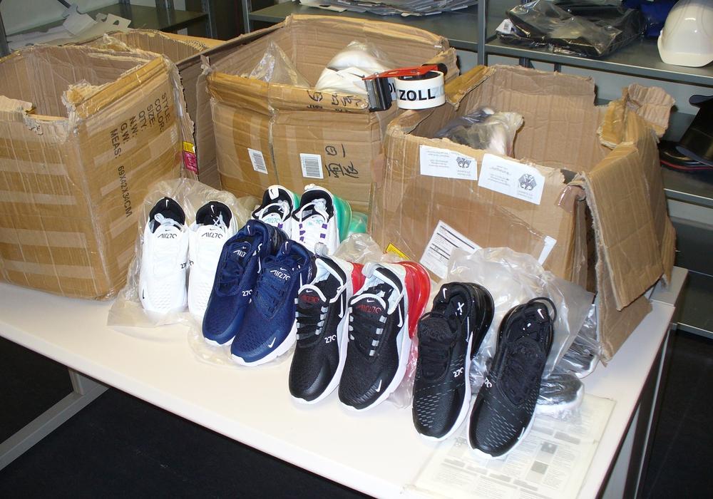 Diese Schuhe wurden vom Zoll beschlagnahmt.