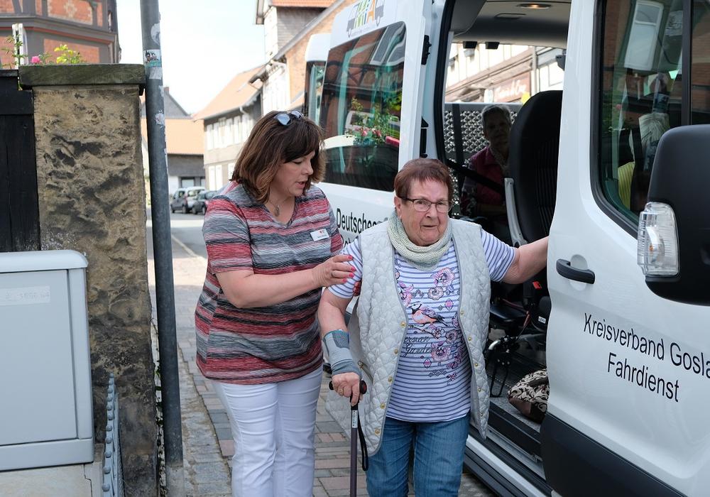 """Im August 2019 ist """"MiA"""" (Mobilität im Alter) – der Seniorenbus im Landkreis Goslar gestartet. Nach monatelanger Corona-Pause startet das Angebot wieder in der nächsten Woche. Die Beachtung entsprechender Hygieneregeln sowie das Tragen einer geeigneten Mund-Nasen-Bedeckung sind natürlich Voraussetzung für die Mitfahrt."""