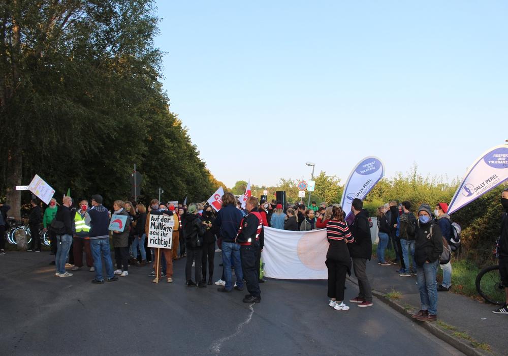 Schon beim letzten Mal wurde gegen die Versammlung der AfD in der Milleniumhalle demonstriert. Archivbild