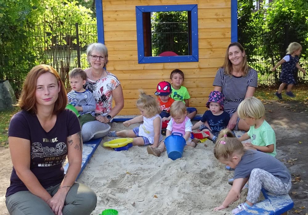 Die Kinder konnten sich über einen neuen Sandkasten mit Spielhäuschen freuen.