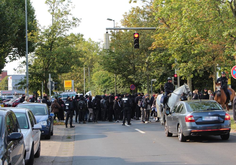 Auch bei der Blockade in der Emsstraße wurden Pferde eingesetzt.