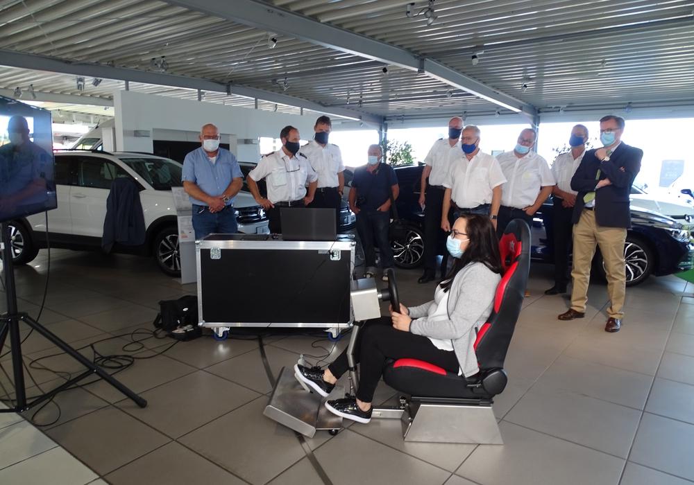 Die Auszubildenden durften den Simulator als erstes testen.