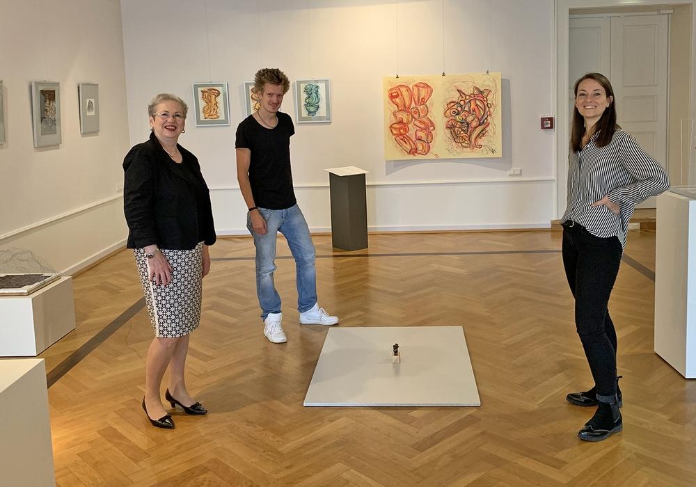 In der Ausstellung die Projektverantwortlichen (v. l.): Cortina Teichmann, Sven Bode und Stella Gilfert.