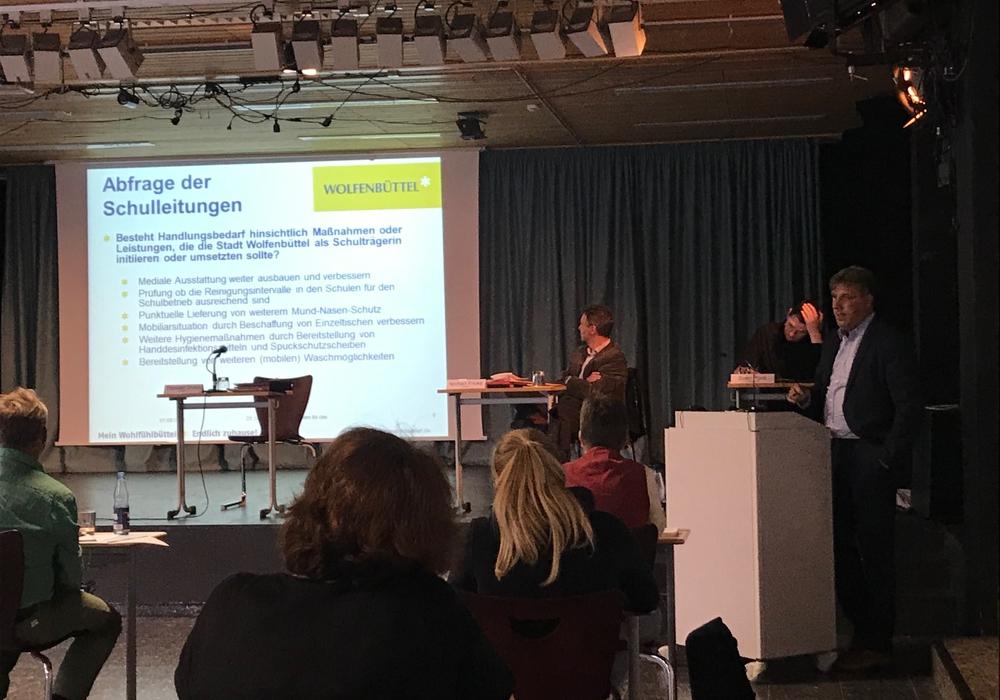Stadtrat Thorsten Drahn berichtete im Schulausschuss am Dienstag, wie der Start ins neue Schuljahr gelaufen ist.