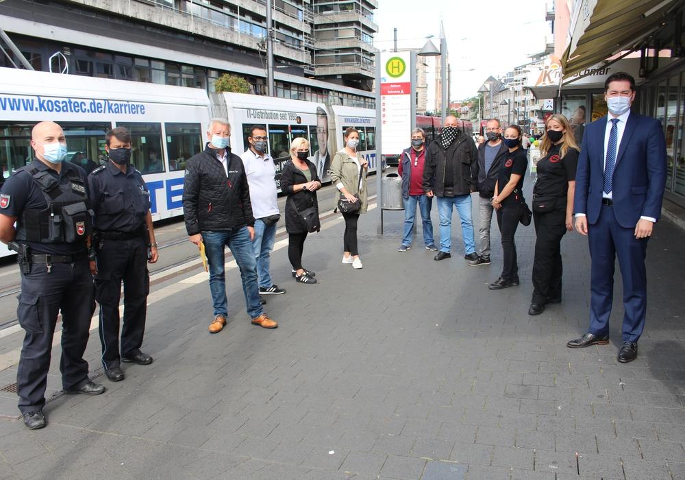 Polizei, BSVG und der Ordnungsdienst der Stadt führen zukünftig gemeinsame Kontrollen in den Bussen und Bahnen durch, um die Maskenpflicht durchzusetzen.