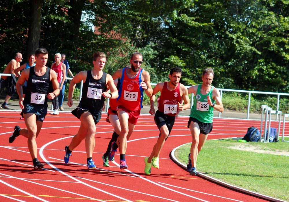 Jan-Hauke Meyer (links) und Frederic Meyer (daneben) liefen erfolgreich 1.500 Meter.