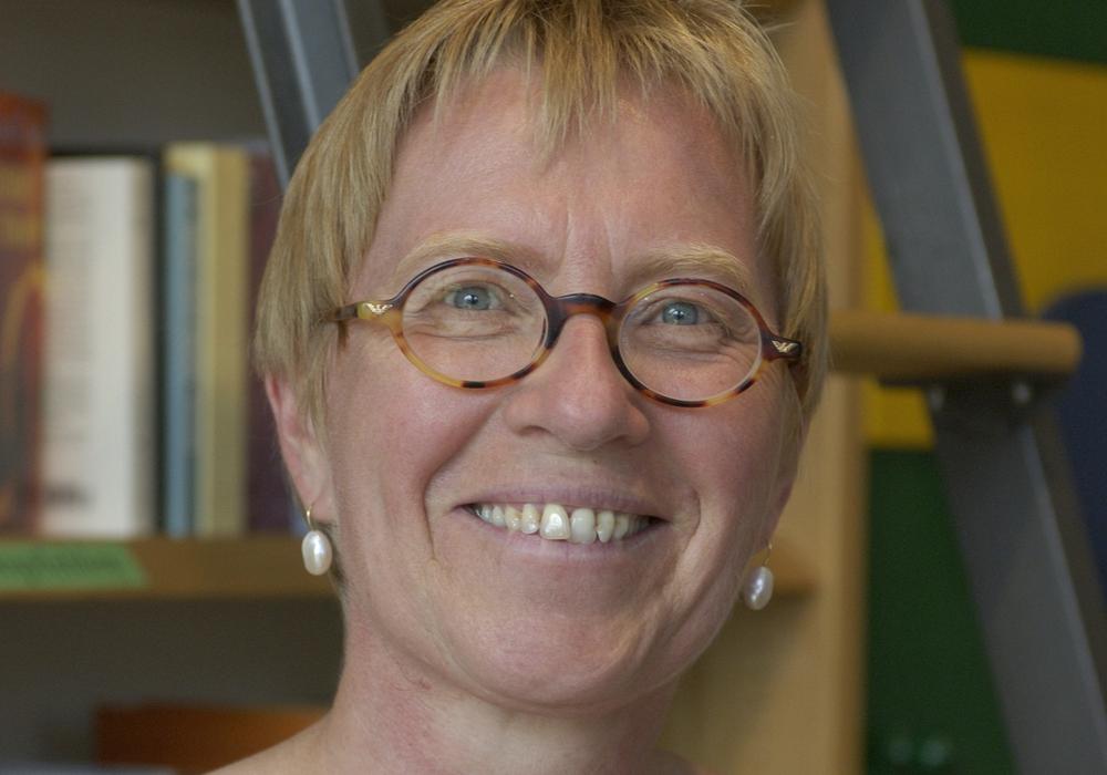 Birgit Schollmeyer, Buchkennerin aus der Magni-Nachbarschaft, liest an diesem Abend