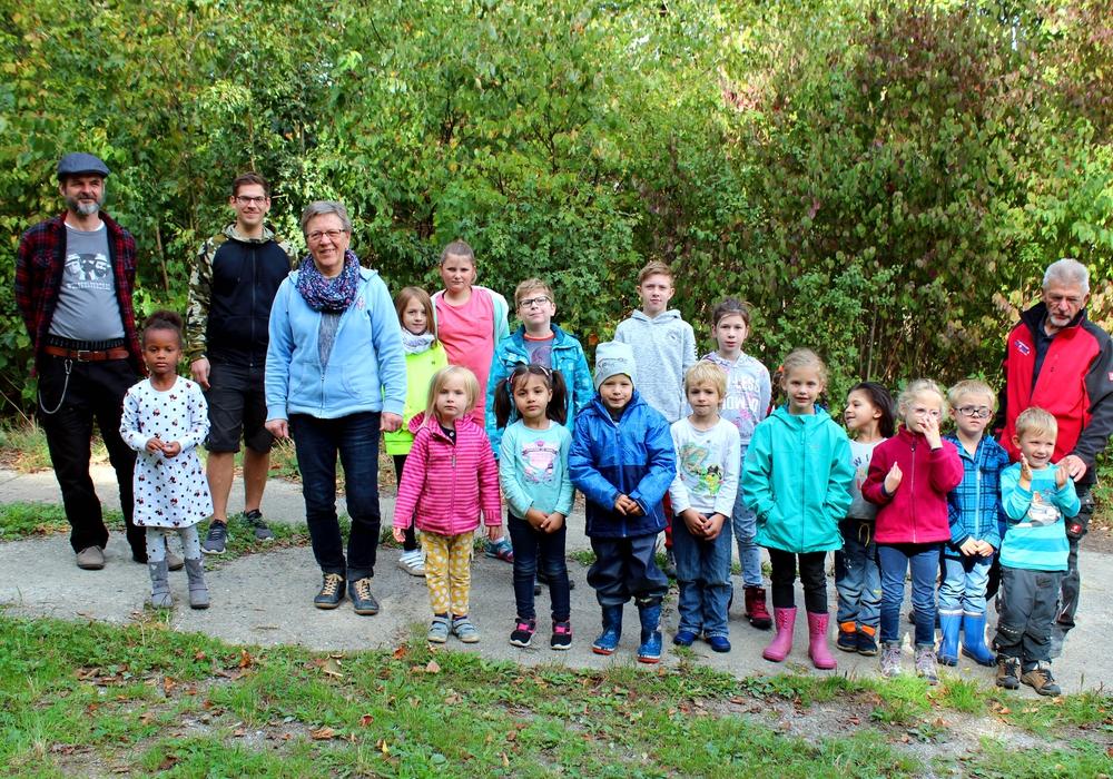 Die Kinder und Betreuer während einer kurzen Pause.