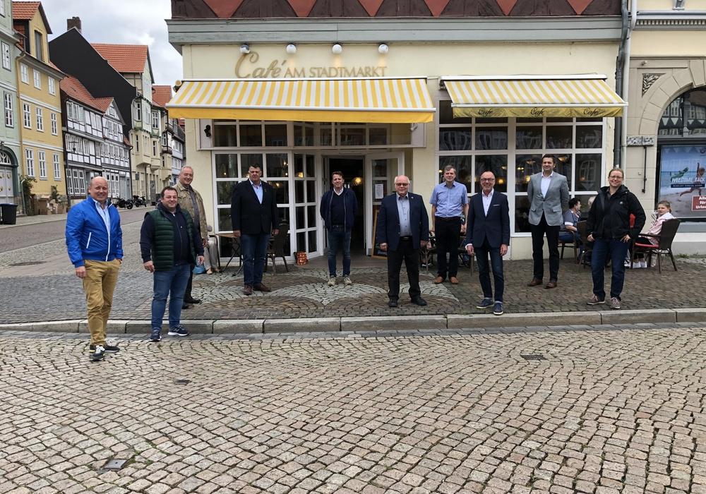 Von links nach rechts: Holger Bormann, Dirk Marske, Frank Oesterhelweg, Wolfgang Ulrich, Steffen Maschke, Wolfgang Gürtler, Karl-Heinz Schaudienst, Harald Borm, Markus Eimecke und Andrea Bordan.