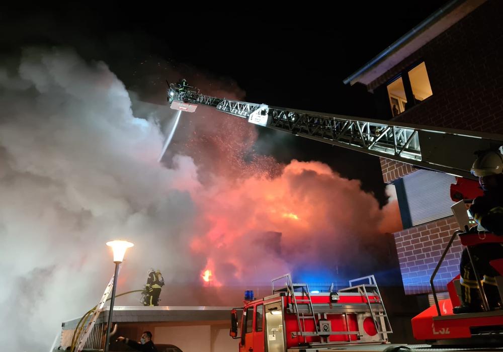 In Fallersleben kam es am Freitagabend zu einem Großbrand.