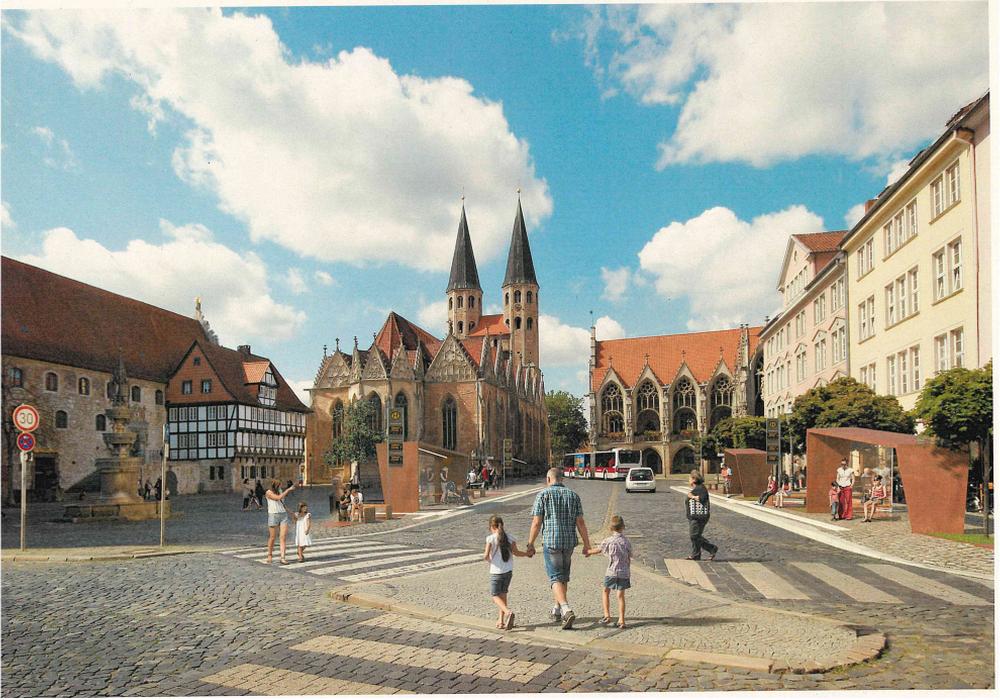 Die SPD hält die geplanten Wartehäuschen aus Cortenstahl für einen Störfaktor am Alstadtmarkt. Eine Visualisierung des Entwurfes wurde im Ratsinfosystem der Stadt Braunschweig veröffentlicht.