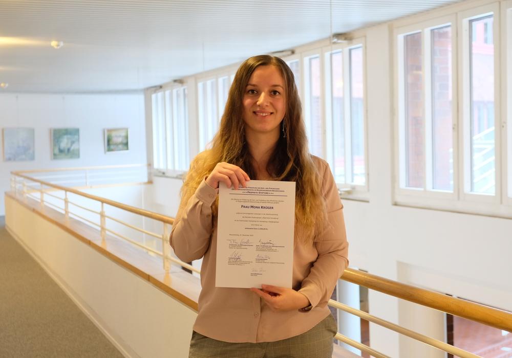 Mona Krüger wurde von der Prohete-Stiftung für ihr hervorragendes Prüfungsergebnis ausgezeichnet.