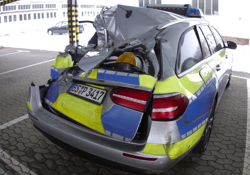 Der Streifenwagen wurde erheblich beschädigt.
