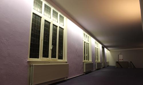 Das Odeon wurde mehrfach umgebaut. Einige historische Elemente und architektonische Besonderheiten, wie diese Buntglasfenster, sind aber auch im inneren noch erhalten. Zugemauerte Fenster sollen wieder geöffnet werden.