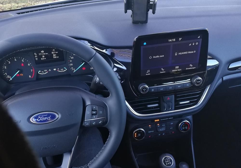 Autos sollen künftig auch Warnmeldungen der regionalen Leitstellen über die Navigationsgeräte ausgeben können, beispielsweise zu Waldbränden und anderen Gefahren.
