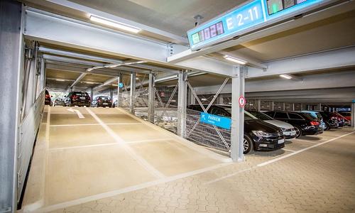 Die neue barrierefreie Parkgarage bietet große Stellplätze.