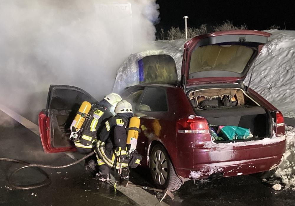 Die Feuerwehr konnte einen Totalschaden nicht verhindern.