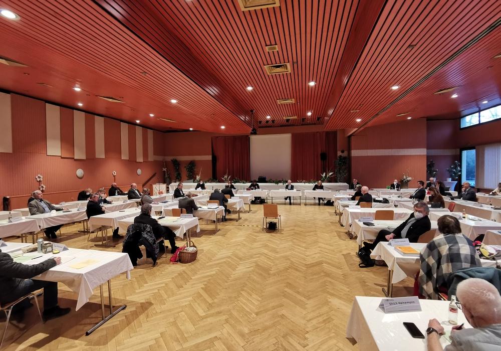 Mit 27 Dafürstimmen hat der Kreistag in einer Sondersitzung der Berufung im Verfahren des Landkreises Goslar gegen Asklepios zugestimmt. 16 Kreitagsmitglieder (CDU und AfD) stimmten dagegen.