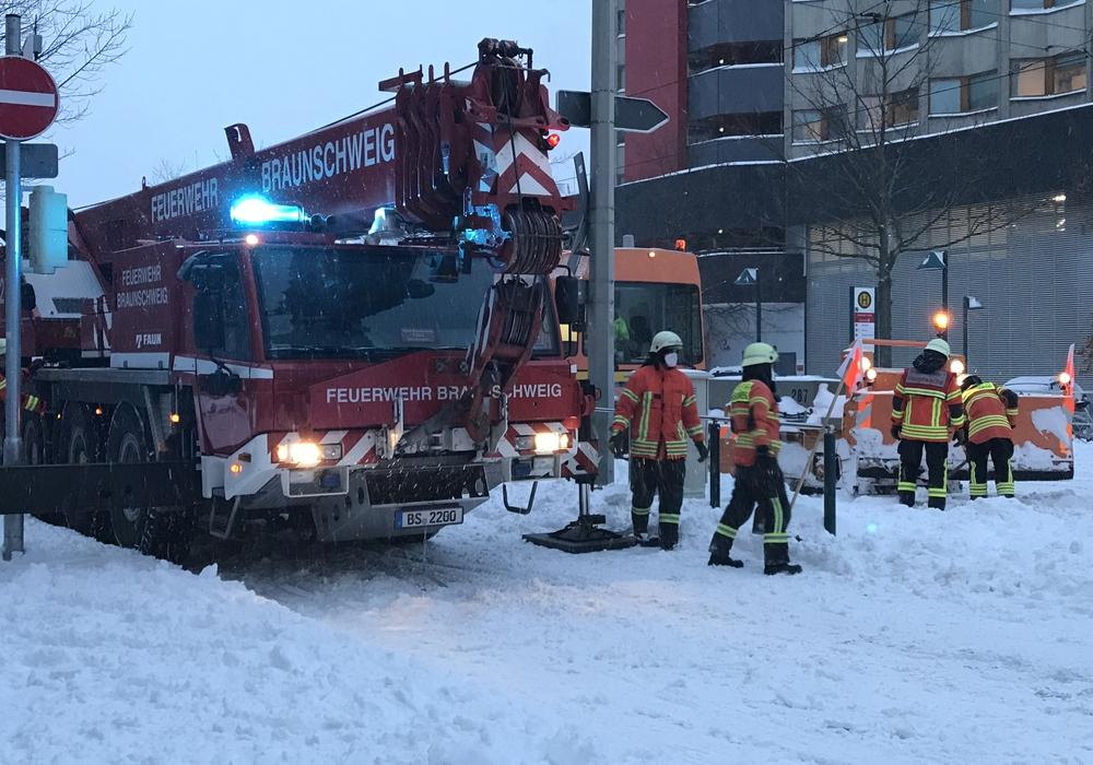 Die Feuerwehr musste ein Sonderfahrzeug bergen.