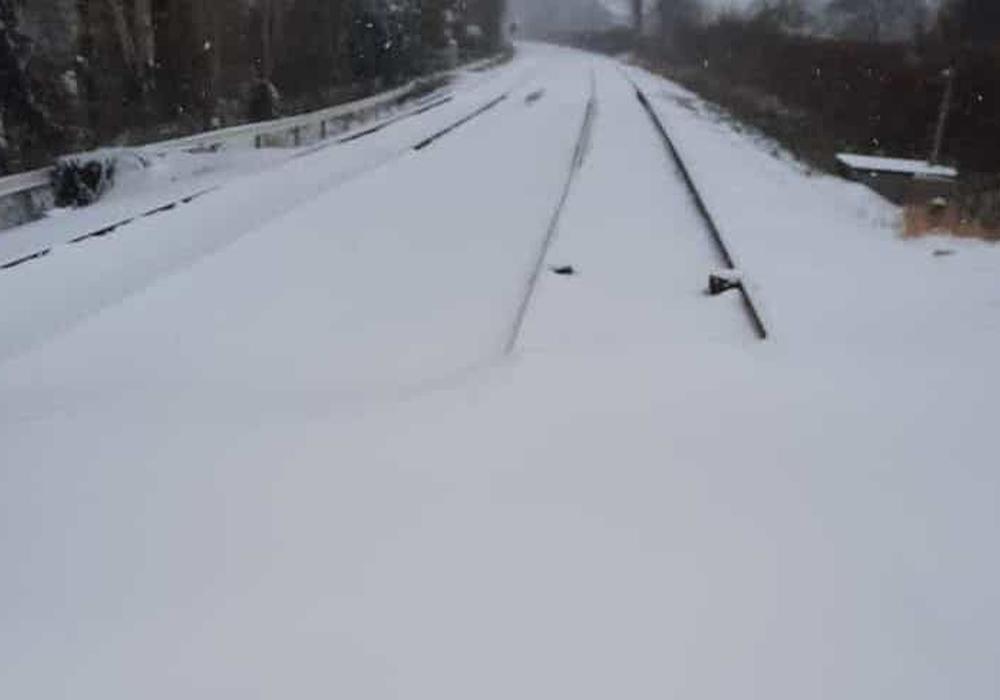 Der Zugverkehr ist vorübergehend ausgesetzt.