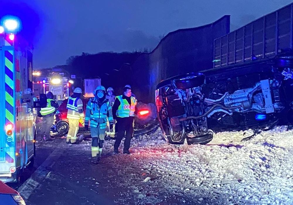Auf der A2 ist es am Abend zu einem Glätte-Unfall gekommen.