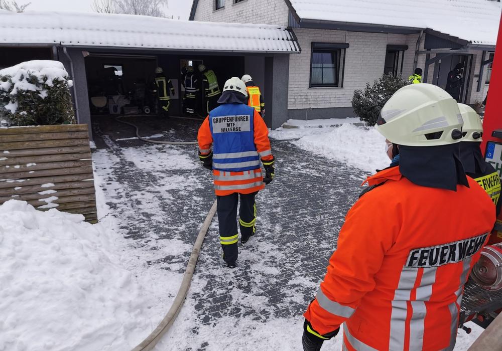 Noch nicht ganz erloschene Glut führte wohl zu dem Feuer in einer Biotonne, das auf die Gebäudeverkleidung übergriff.