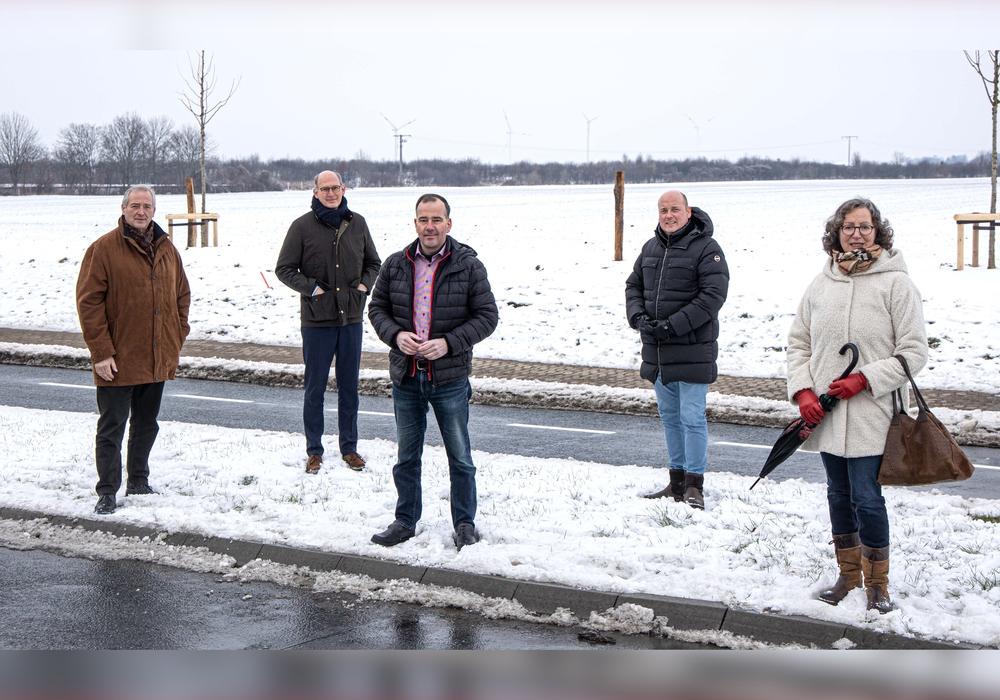 Von links nach rechts: Der Wolfenbütteler Landtagsabgeordnete Frank Oesterhelweg (CDU), Der Peiner Landtagsabgeordnete Christoph Plett (CDU), Ortsbürgermeister Christian Striese (CDU), Bundestagskandidat Holger Bormann (CDU) und die Salzgitteraner CDU-Kreisverbandsvorsitzende Andrea Kempe.