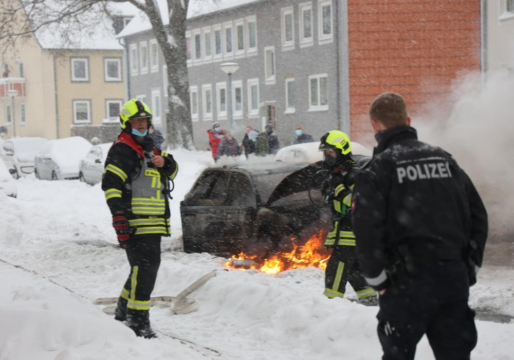 Das Auto brannte lichterloh.