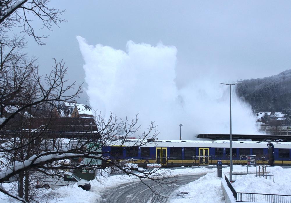 Die Schneeschleuder konnte die verschneiten Schienen mit Leichtigkeit nutzen.