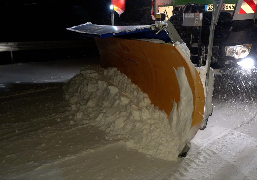 Am heutigen Sonntag haben die Schneepflugfahrer alle Hände voll zu tun.