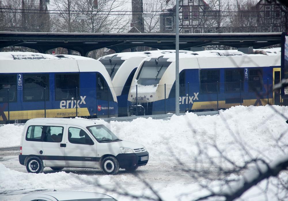 Bei Erixx wartet man noch auf schweres Räumgerät der DB Netze. Voraussichtlich morgen sollen die Züge wieder rollen.