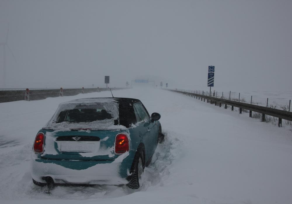 Für den Mini ging es auf der A7 nicht mehr weiter.