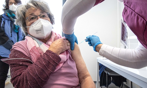 Für die 82-jährige Barbara war klar, dass sie sich impfen lässt.