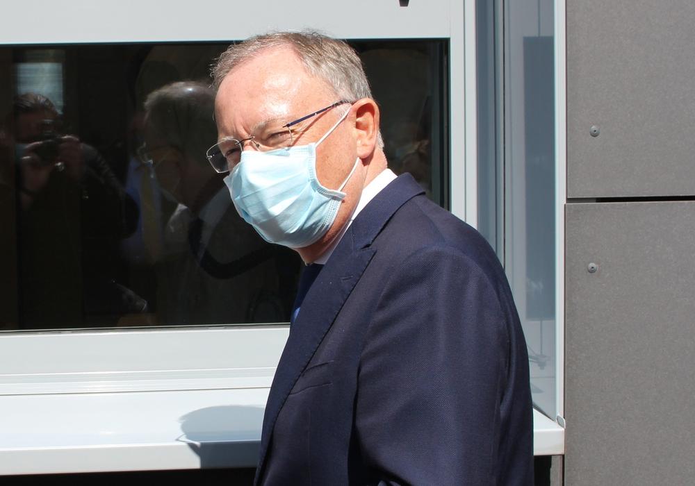 Ministerpräsident Stephan Weil will auch in Niedriginzidenzkommunen an einem Basisschutz festhalten. (Archivbild)