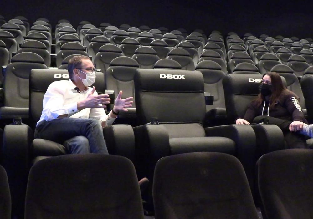 Bundestagsabgeordneter Dr. Roy Kühne im Gespräch mit Jil Wildmann vom Cineplex Goslar. Das gesamte Interview zur Situation der Kinobranche gibt es auf der Facebook-Seite des Bundestagabgeordneten Dr. Roy Kühne.