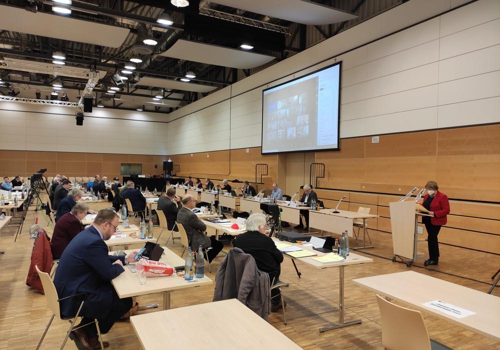 Es war die erste Hybrid-Sitzung des Kreistages. Zahlreiche Abgeordnete waren von Zuhause aus zugeschaltet.