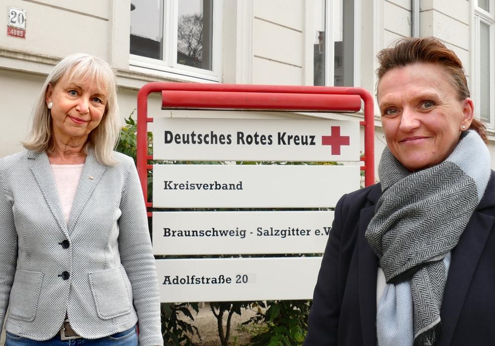 Nicole Kumpis-Giersig (rechts) löst zum 1. Mai 2021 Carola Mette (links) im Vorstand des Rotkreuz-Kreisverbands Braunschweig-Salzgitter ab. Carola Mette geht zum 30. April in den Ruhestand.