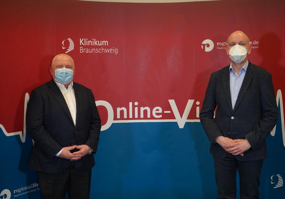 PD Dr. Wolfgang Harringer, Chefarzt Herz-, Thorax- & Gefäßchirurgie, und Dr. Tielko Seeba, Leitender Oberarzt der Pneumologie & Beatmungsmedizin sowie Leiter des Lungenkrebszentrums