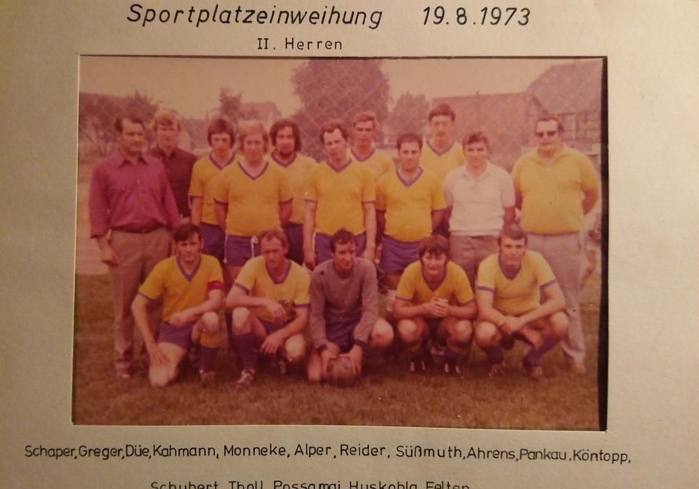 So sah der TSV Jerxheim in den 1970ern aus. Die Mannschaft wurde 1973 zur Sportplatzeinweihung abgelichtet.