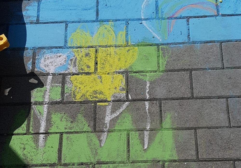 Ein Straßenbild mit Kreide als Last-Minute-Geschenk zum Muttertag.