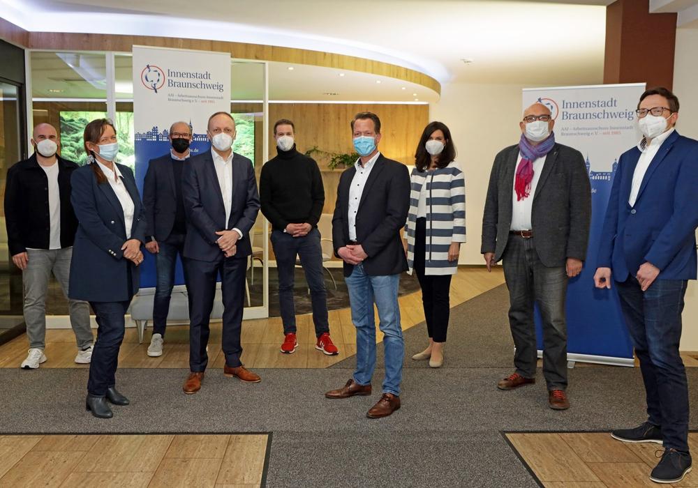 Der neue Vorstand des AAI von links: Jean-Luc Hänel, Astrid Striese, Andreas Ring, Sascha Hummel, Nicolas Petrek, Mirko Rüsing, Katrin Brangs, Olaf Jaeschke und Gunnar Stratmann.