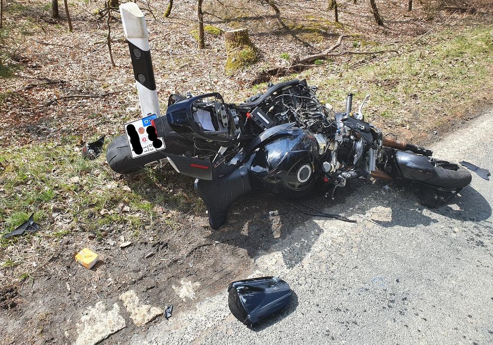 Nach dem Zusammenstoß hatte das Motorrad einen Totalschaden.
